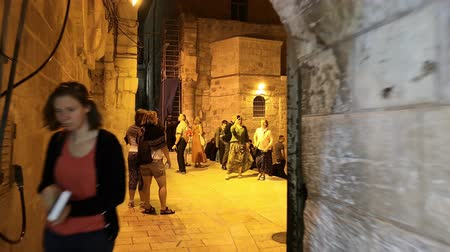 divino : Jerusalem, Israel - November 2019: Holy Sepulcher Church in Jerusalem. The Church is the most sacred places for all Christians people in the world. Stock Footage