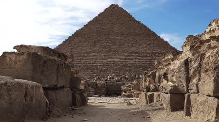 hrobky : The Great Pyramids In Giza Valley, Cairo, Egypt