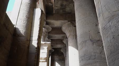 kolumna : Edfu also spelt Idfu, and known in antiquity as Behdet. Edfu is the site of the Ptolemaic Temple of Horus and an ancient settlement. Egypt.