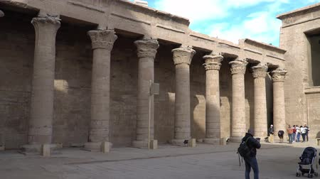kahire : Edfu , Egypt - January 2020: Edfu also spelt Idfu, and known in antiquity as Behdet. Edfu is the site of the Ptolemaic Temple of Horus and an ancient settlement. Egypt. Stok Video