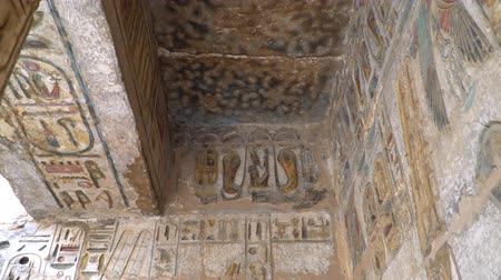 Нил : Temple of Medinet Habu. Egypt, Luxor. The Mortuary Temple of Ramesses III at Medinet Habu is an important New Kingdom period structure in the West Bank of Luxor in Egypt.