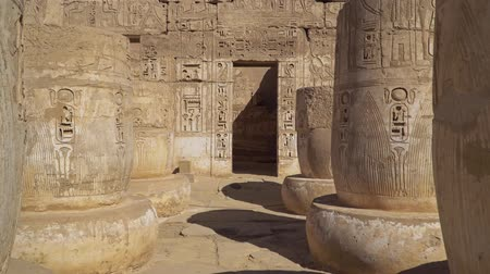 hieroglifa : Temple of Medinet Habu. Egypt, Luxor. The Mortuary Temple of Ramesses III at Medinet Habu is an important New Kingdom period structure in the West Bank of Luxor in Egypt.