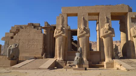 kolumny : The Ramesseum is the memorial temple or mortuary temple of Pharaoh Ramesses II. It is located in the Theban necropolis in Upper Egypt, across the River Nile from the modern city of Luxor. Egypt.