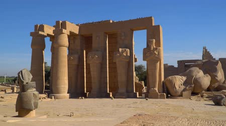 hieroglifa : The Ramesseum is the memorial temple or mortuary temple of Pharaoh Ramesses II. It is located in the Theban necropolis in Upper Egypt, across the River Nile from the modern city of Luxor. Egypt.