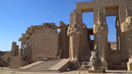 esculpida : The Ramesseum is the memorial temple or mortuary temple of Pharaoh Ramesses II. It is located in the Theban necropolis in Upper Egypt, across the River Nile from the modern city of Luxor. Egypt.