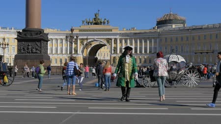 alexander column : ST. PETERSBURG, RUSSIA - JULY 9, 2016: People visit the Palace Square.