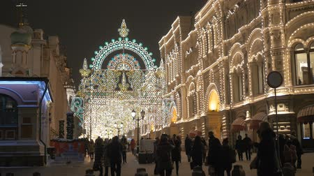 hlavní města : MOSCOW, RUSSIA , January 15, 2017: Guests stroll through the capital festive streets. Beautiful New Years lights. Central neighborhood.