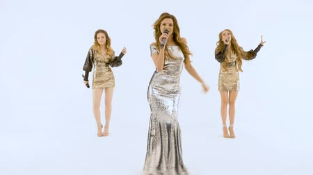 dospělý : Three beautiful girls in shiny dresses move plasticly and sing. Dostupné videozáznamy