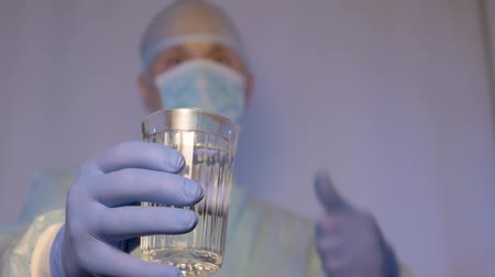 dietético : The doctor shows that drinking clean water is good for health. The right way of life. Stock Footage