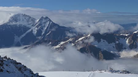 montanhismo : Beautiful view of the Main Caucasian Range. From the slopes of Elbrus, the point of shooting from an altitude of 4300 meters.