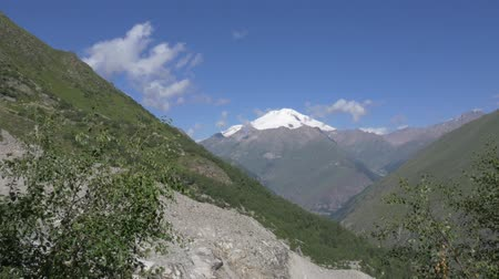 kaukázus : The highest point of Europe, Mount Elbrus. View from the eastern gorge.