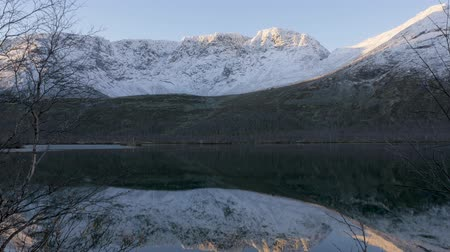 divoký : Beautiful mountain landscape. Reflection in a clear lake. Panorama.