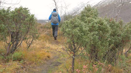 dağcı : A man travels in a mountain hike. Active life