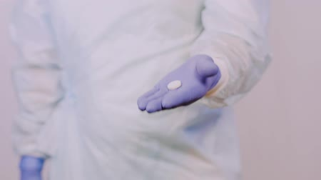 antimicrobial : A doctor surgeon shows the pill that need to take to a patient after surgery.