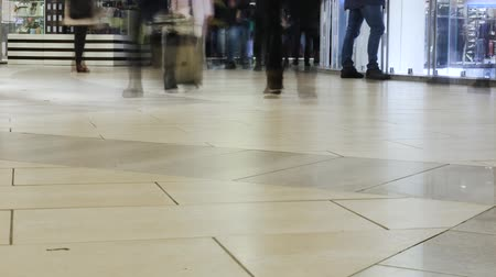 anonymní : Time lapse. People move quickly through the mall. An abstract background for any video.