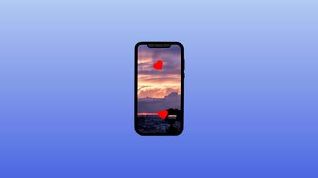 anlaşmak : Motion Graphics animation of a smartphone. Shows photos in social networks. Alpha channel is on