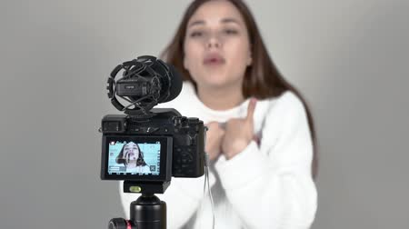 girl speaks in front of camera She is out of focus Close up camera turned on Wideo