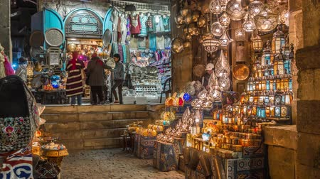 középkori : Cairo, Egypt - Feb 02 2019: Lamp or Lantern Shop in the Khan El Khalili market in Islamic Cairo