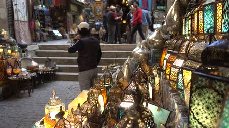 kahire : Cairo, Egypt - Feb 02 2019: Lamp or Lantern Shop in the Khan El Khalili market in Islamic Cairo