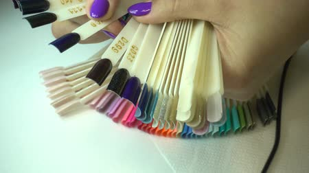 основа : collection of color nail polish samples Стоковые видеозаписи