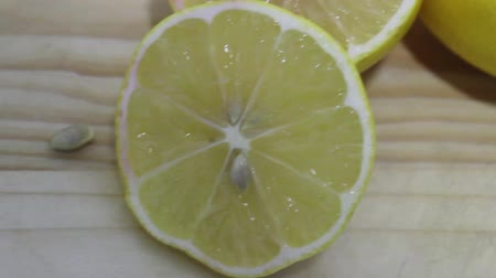 ocet : cut lemon