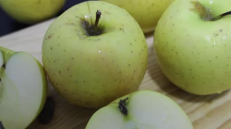 ocet : lots of apples