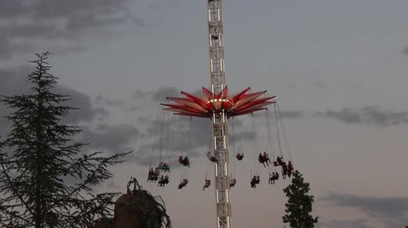 swing ride Stockvideo