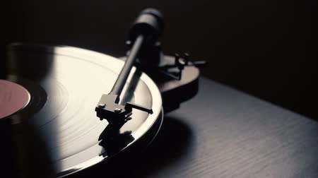 vinil : vintage vinyl record player. launch