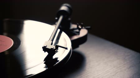 gramophone : vintage vinyl record player. launch