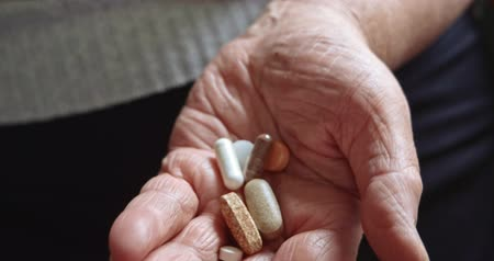semanal : Elderly woman with medication. Old hands with medicines opening. 4k footage. Vídeos
