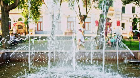 barok : Park Fountain in slow motion with unrecognizable senior people walking on blurred background Stok Video
