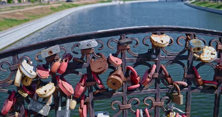 обещание : Astrakhan, Russia 06 Sep. 2018: Love-locks on the fence of river bridge in Astrakhan Russia