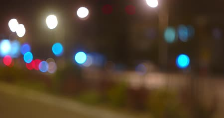 multi colorido : Night street traffic defocused, sparce cars moving to crossing. Pow of street lamps along.