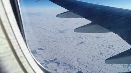 углы : Plane fly over winter land covered with snow Стоковые видеозаписи