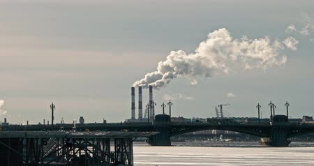 диоксид : Factory chimneys smoking in winter in Saint Petersburg