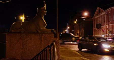 esfinge : Saint-Petersburg Russia, 03 March 2019: Traffic near Sphinx (was made in 1825) of Egyptian bridge over the Fontanka river, Saint Petersburg, Russia