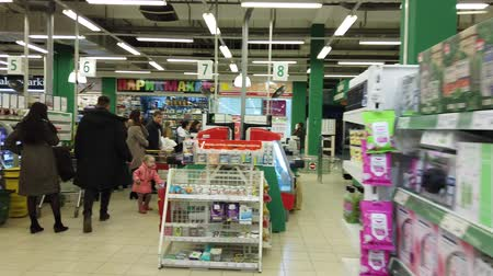 klatka schodowa : Astrakhan, Russia, 20 Feb. 2020: A man goes to the supermarkets cash register hyperlapse Wideo