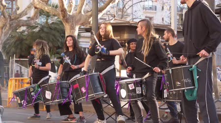 симфония : Valencia,Spain - March 18, 2019:  Street drum band. Indie percussion performance. Drummers.Punk.