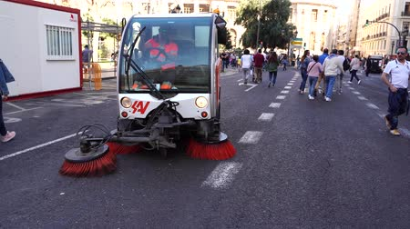 zametání : Street cleaning machine. Sweeping the street. Dirty pavement cleaning vehicle. Valencia city center.