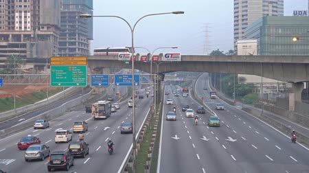 auto estrada : 4k footage of road at Kuala Lumpur at morning. Vídeos