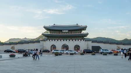 gyeongbok : Time lapse of Gwanghwamun gate of Gyeongbokgung Palace in Seoul, Korea. Stock Footage