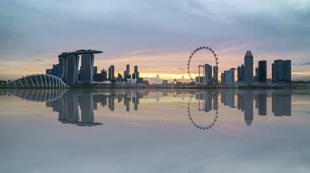 night singapore : 4k UHD time lapse of beautiful sunset at Marina Bay Singapore city skyline with reflection effect. Zoom in