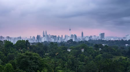 fővárosok : 4k time lapse of sunrise at Kuala Lumpur city skyline horizon. Tilt down Stock mozgókép