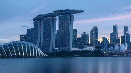 szingapúr : Time lapse day to night sunset at Singapore. Tilt down