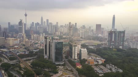 в центре города : Kuala Lumpur, Malaysia - August 18, 2018: 4k UHD hyperlapse drone lapse view of Kuala Lumpur city skyline during sever haze from open burning at Kalimantan and local.