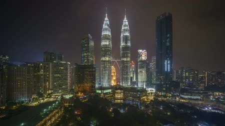 malajsie : 4k time lapse of sunset scene at Kuala Lumpur city skyline. Pan right