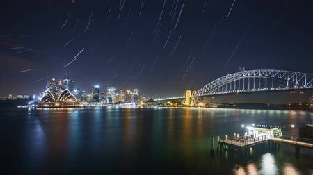 balsa : 4k UHD time lapse of night scene at Sydney city skyline with star trail effect. Zoom out Vídeos
