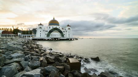 mesquita : Time lapse 4k Footage of Beautiful Sunrise At Melaka Straits Floating Mosque, or Masjid Selat Melaka with dramatic cloudy sky.