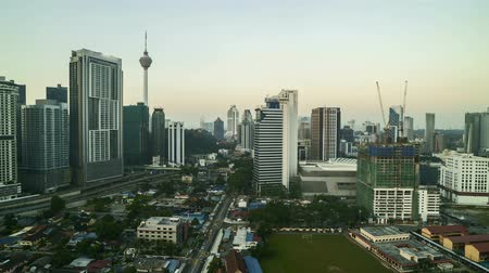malásia : 4k time lapse of sunrise at Kuala Lumpur city skyline. Zoom out Vídeos