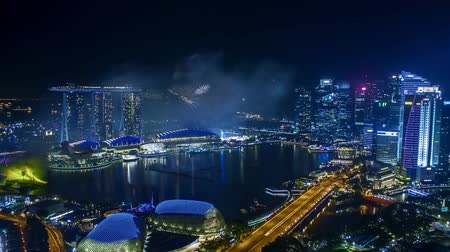 Time lapse of fireworks show at Singapore Marina Bay. Tilt down Vídeos